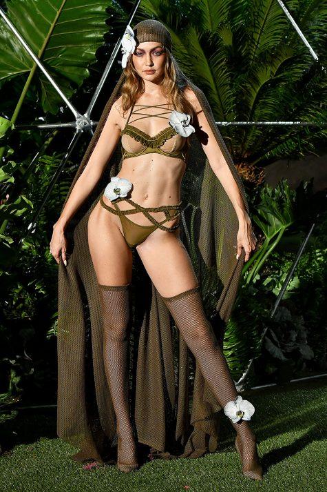 Gigi Hadid trong một thiết kế của Savage x Fenty do Rihanna sáng tạo được trình làng trong khuôn khổ New York Fashion Week hồi tháng 9 năm ngoái. Ảnh: Hollywood Life