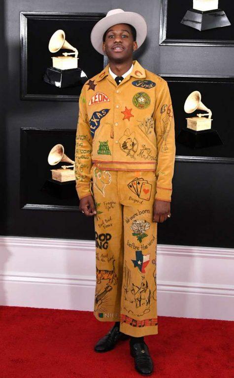 Leon Bridges gây ấn tượng với thiết kế mang đậm chất nhạc đồng quê. Ảnh: E!