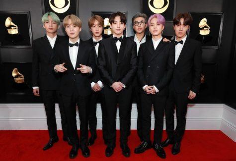 Nhóm nhạc BTS xuất hiện với suit đen và nơ lịch lãm. Ảnh: Vogue