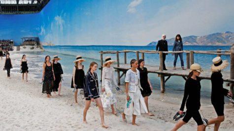 Nhà thiết kế Karl Lagerfeld và 10 sàn diễn thời trang kinh điển nhất của Chanel
