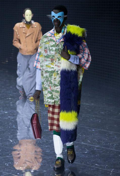 Những mẫu áo họa tiết được layer chồng chéo tạo nên điểm nhìn thời trang lạ mắt. Ảnh: Gucci