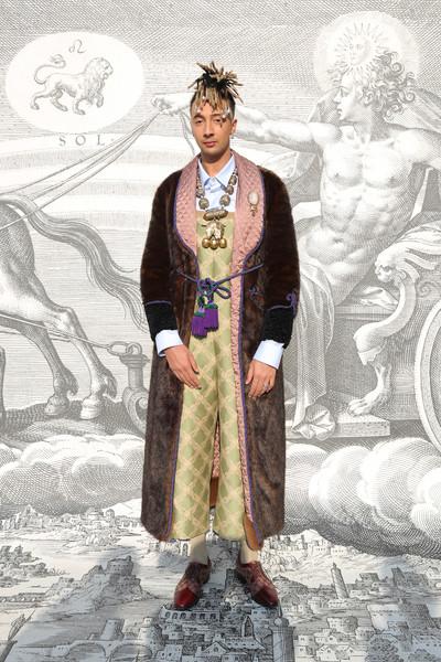 Ghala với outfit mang đậm chất hoàng tộc nhưng không làm mất đi sự nam tính vốn có. Ảnh: Zimbio