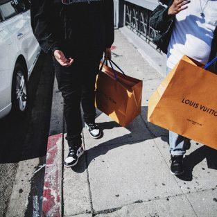 Trị liệu mua sắm: Liều thuốc chữa hay sự mỉa mai của phương pháp điều trị stress?