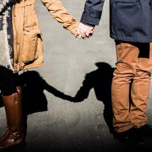 7 cách nắm tay tiết lộ đôi điều về tình yêu đôi lứa giữa bạn và nàng