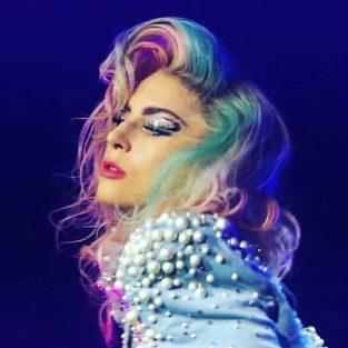 Có một Lady Gaga dung dị trong sự khác biệt