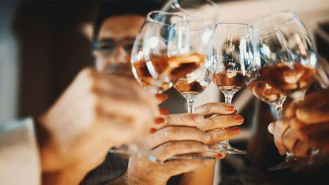 5 mẹo cải thiện hậu quả cơn say rượu bia ở công sở