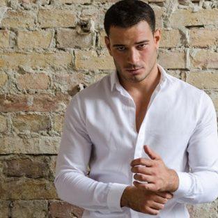 Cách mặc quần áo giúp phần cánh tay gầy trông đầy đặn hơn