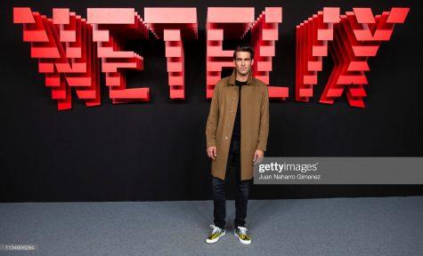 Jon Kortajarena với outfit nam tính và gây chú ý bằng điểm nhấn sneaker. Ảnh: Getty Images
