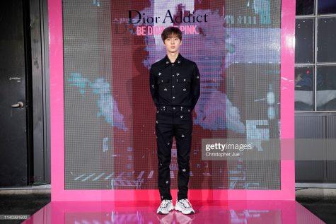 Outfit tối giản nhưng vẫn tạo sức hút của thành viên nhóm nhạc Wanna One. Ảnh: Getty Images
