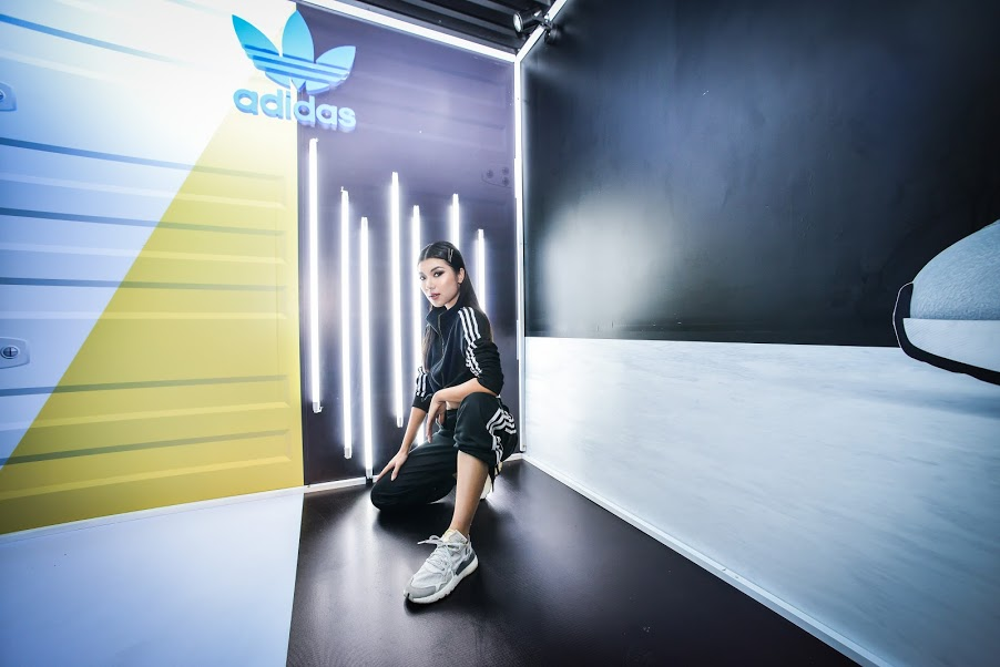 thoi trang duong pho adidas nite jogger - elle man (6)
