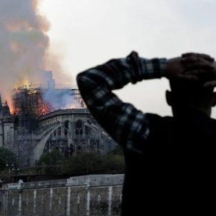 Nỗi đau của người dân Paris khi Nhà thờ Đức Bà Paris chìm trong biển lửa
