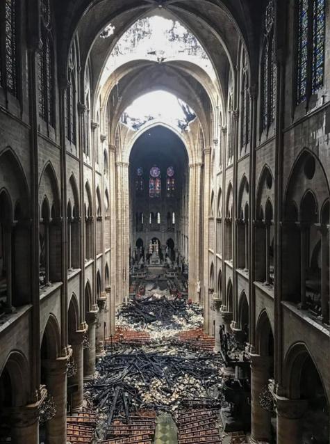 Nhà thờ Đức Bà Paris ELLE Man 03