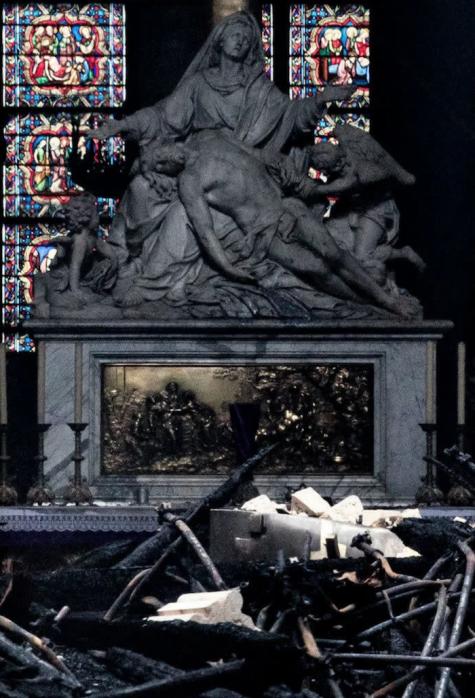 Nhà thờ Đức Bà Paris ELLE Man 07