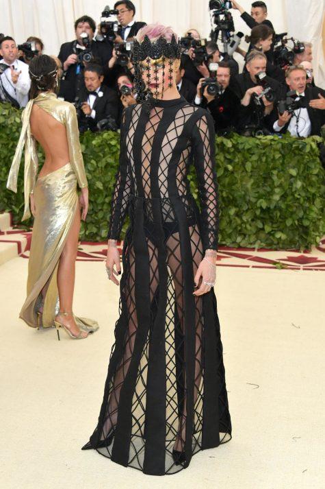 Cara Delevingne trong trang phục của Dior tại Met Gala 2018. Ảnh: Vouge Úc