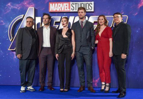 Trinh Tran (jumpsuit đỏ) trong một buổi quảng bá Avengers: Endgame ảnh: Eamonn McCormack