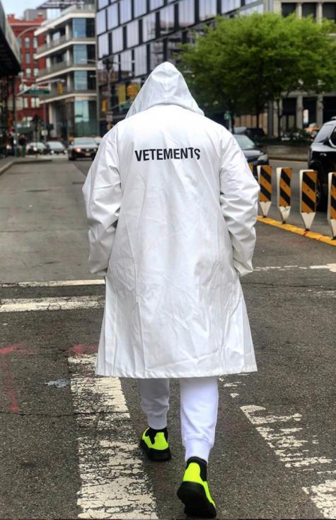 cách phối đồ những ngày mưa chàng trai mặc áo khoác ngày mưa veterment