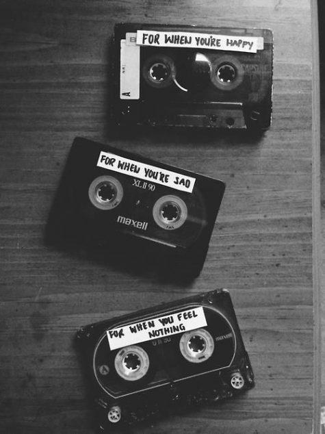 nghe nhạc buồn-băng cassette đen trắng