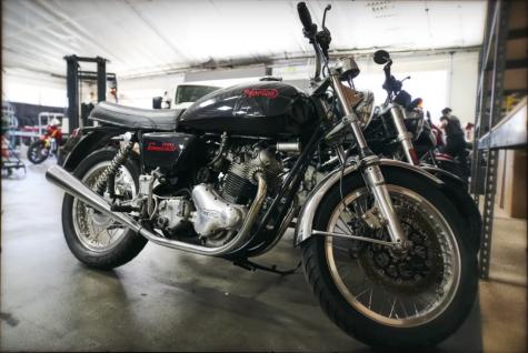 chiếc xe moto commando 850 mk2a diễn viên Keanu Reeves