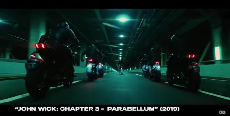 diễn viên Keanu Reeves lái mô tô trong phim jon wick 3