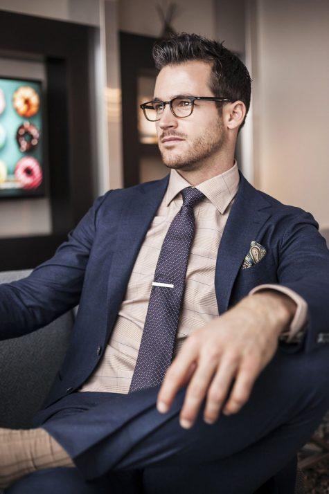 lỗi trang phục - đeo cà vạt với kẹp cà vạt