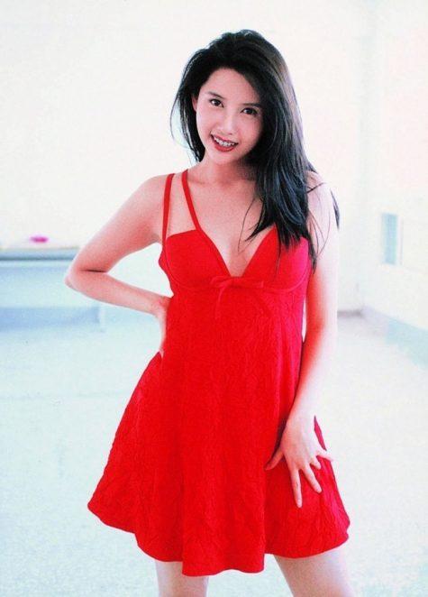 mỹ nhân Hong Kong-Khưu Thục Trinh mặc váy đỏ