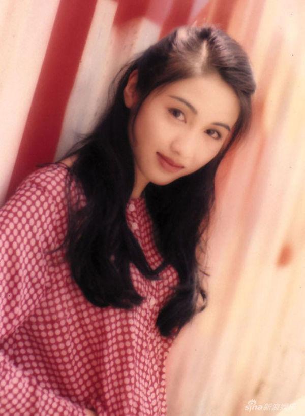 mỹ nhân Hong Kong-Lê Tư mặc áo đỏ
