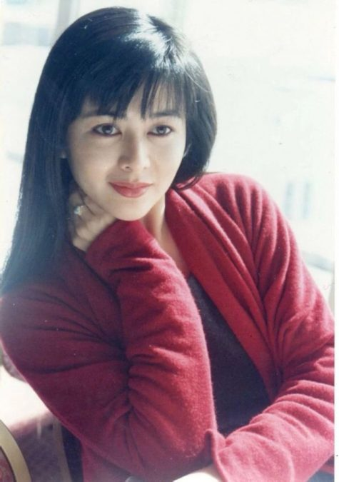 mỹ nhân Hong Kong-Quan Chi Lâm mặc áo đỏ