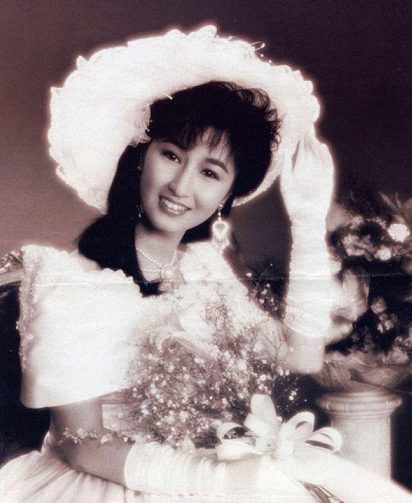 mỹ nhân Hong Kong-Quan Vịnh Hà mặc áo cưới