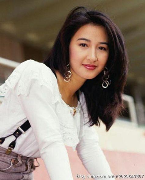 mỹ nhân Hong Kong-Quan Vịnh Hà mặc áo trắng