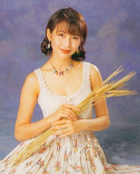 mỹ nhân Hong Kong-Thái Thiếu Phân cầm lúa