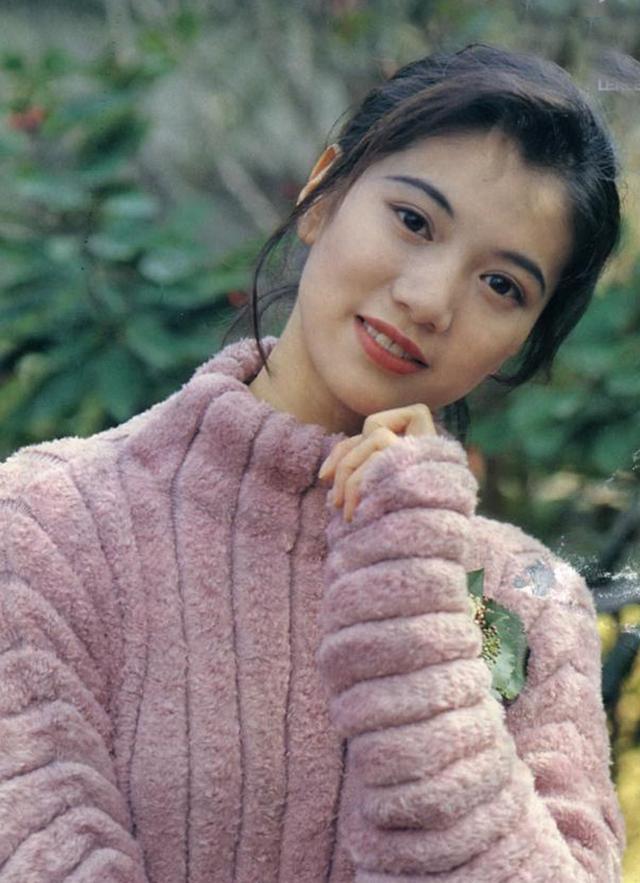 mỹ nhân Hong Kong-Viên Vịnh Nghi mặc áo len