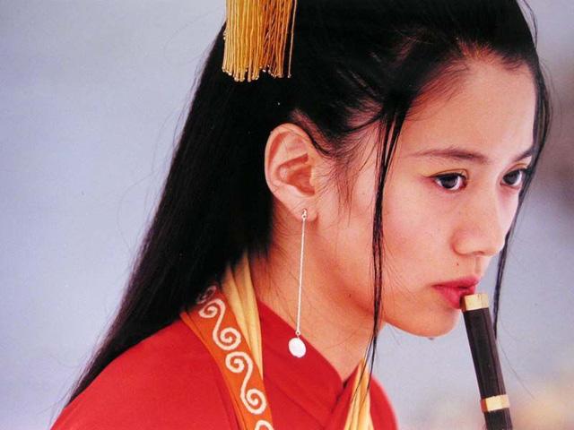 mỹ nhân Hong Kong-Viên Vịnh Nghi thổi sáo