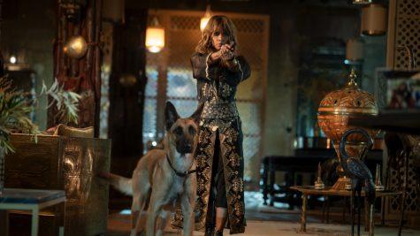 """""""Đả nữ"""" Halle Berry luyện tập bắn súng cho phim Sát thủ John Wick 3"""