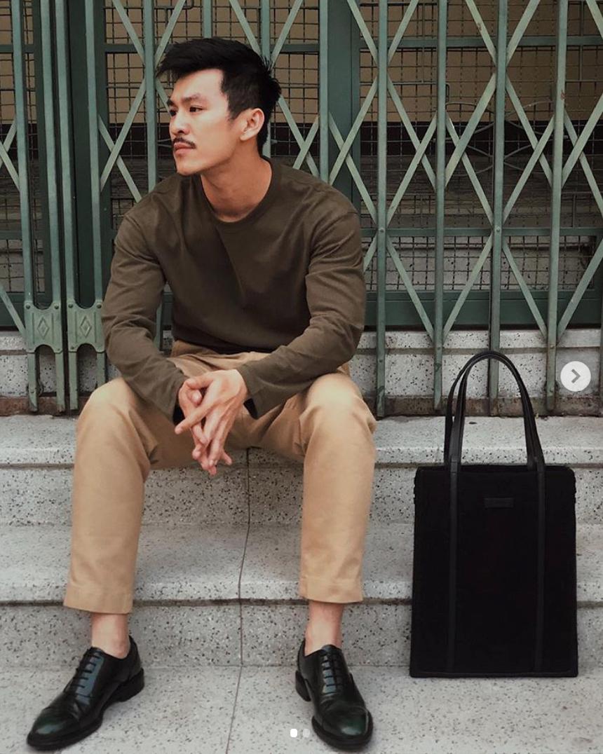 phối đồ minimalism thiên minh mặc đồ nâu tối giản