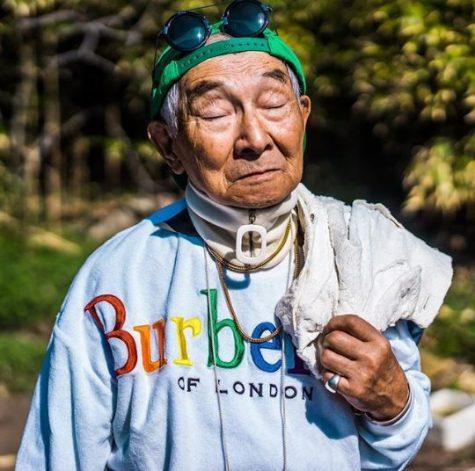thời trang đường phố của cụ ông silver tetsuya mặc áo burberry