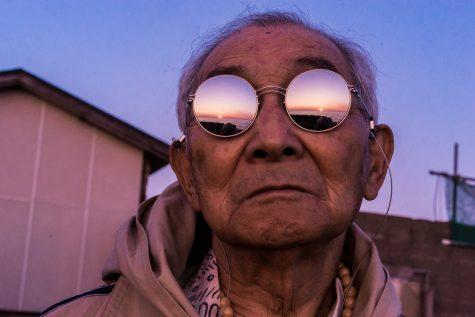 thời trang đường phố của cụ ông silver tetsuya nhìn ngắm hoàng hôn