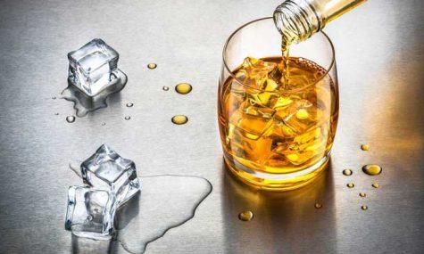 cách uống rượu Whisky - thưởng thức Whisky cùng đá