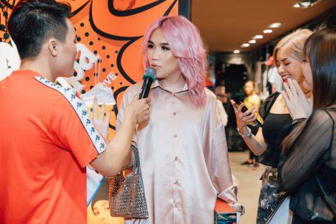khách mời trả lời phỏng vấn trong sự kiện của thương hiệu KAPPA