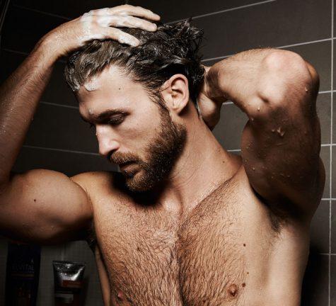 tránh gội đầu nhiều cho kiểu tóc xoăn nam giới