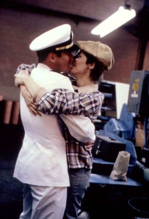 hôn người yêu-cặp đôi hôn nhau trong phim A officer and a gentleman