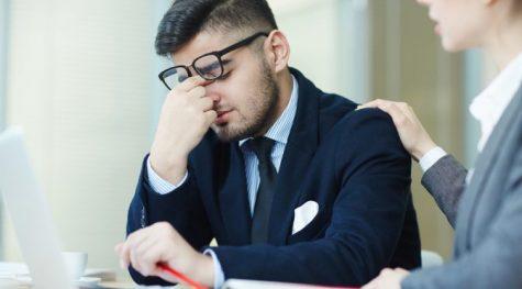 thay đổi công việc-chàng trai đang bị stress