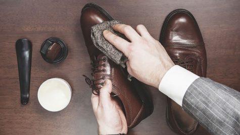 lau chùi giày tây để ăn mặc đẹp hơn