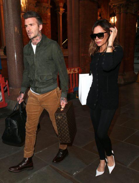 David Beckham xuất hiện ấn tượng cùng vợ tại London, Anh. Ảnh: People