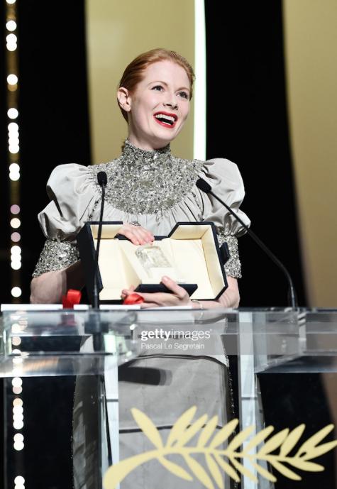 Lễ trao giải LHP Cannes Giải Nữ diễn viên xuất sắc nhất thuộc về Emily Beecham trong Little Joe.