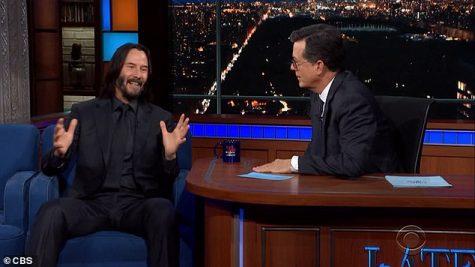 diễn viên Keanu Reeves và MC Stephen Colbert The Late Show