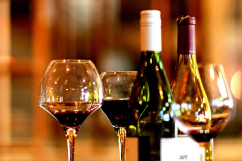 thưởng thức rượu vang đỏ và trắng 1