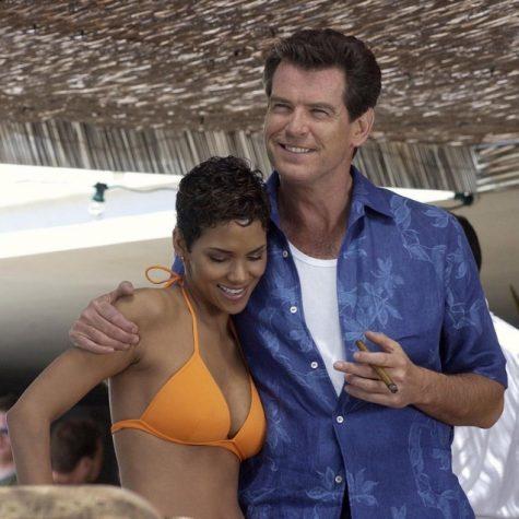 James Bond (Pierce Brosnan) với áo sơ mi cổ Cuban hoạ tiết hoa lá trong Die Another Day (1997)