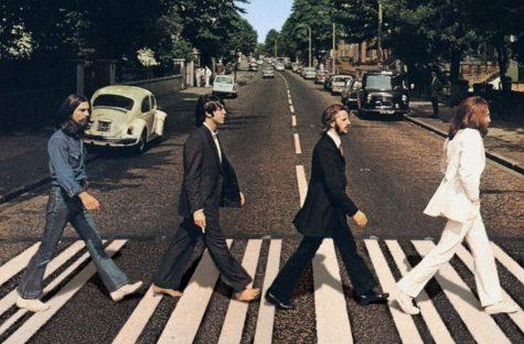 john lennon đeo giày sneaker trắng trên bìa album abbey road