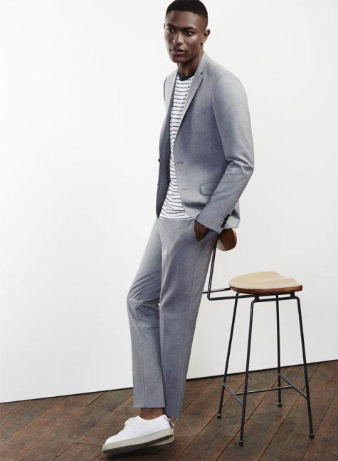 phối đồ smart casual với giày sneaker trắng