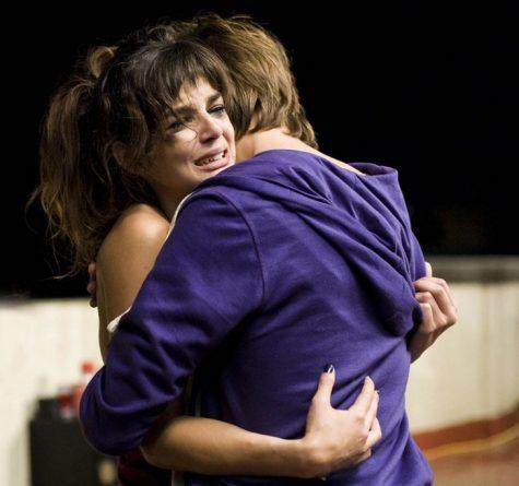 hay cãi nhau-cặp đôi đang ôm nhau khóc